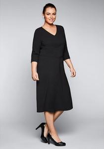 Czarna sukienka Sheego z dekoltem w kształcie litery v