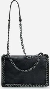 Czarna torebka Reserved na ramię średnia
