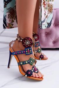 Sandały TAGLESS z klamrami