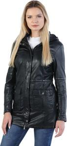Czarny płaszcz David Ryan z satyny