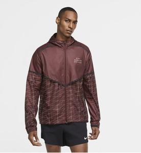 Czerwona kurtka Nike w sportowym stylu krótka