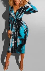 Sukienka Kendallme midi z dekoltem w kształcie litery v dopasowana