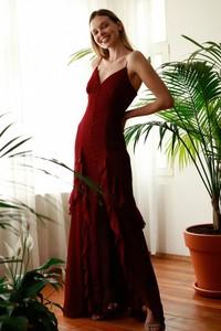 Sukienka Trendyol maxi na ramiączkach z dekoltem w kształcie litery v