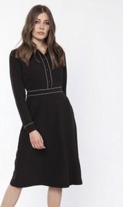 Czarna sukienka Lanti z kołnierzykiem z długim rękawem