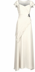 Sukienka Fokus z krótkim rękawem rozkloszowana z dekoltem w karo