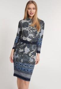 Sukienka QUIOSQUE prosta z długim rękawem