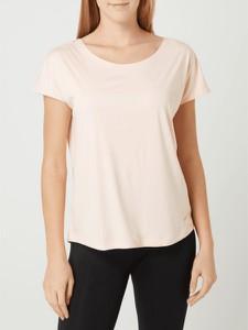 Różowa bluzka Nike z krótkim rękawem w sportowym stylu