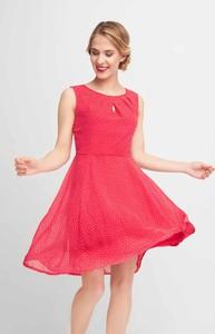 Różowa sukienka QUIOSQUE rozkloszowana mini bez rękawów
