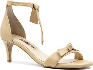 Sandały Neścior ze skóry sznurowane w stylu klasycznym