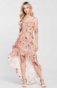 Różowa sukienka River Island z żakardu