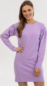 Fioletowa sukienka born2be z długim rękawem