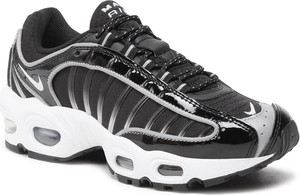 Czarne buty sportowe Nike sznurowane w sportowym stylu ze skóry ekologicznej