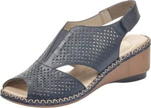 Granatowe sandały Rieker na koturnie na średnim obcasie