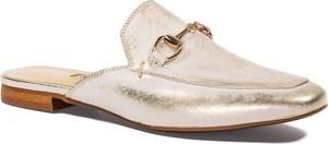 Złote klapki Nescior w stylu casual