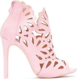 Sandały stili