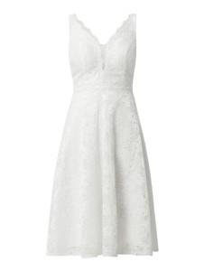 Sukienka Troyden Collection na ramiączkach z dekoltem w kształcie litery v