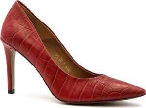 Czerwone szpilki Neścior ze spiczastym noskiem na wysokim obcasie w stylu klasycznym