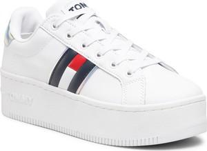 Buty sportowe Tommy Jeans sznurowane na platformie ze skóry