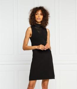 Czarna sukienka Guess bez rękawów mini