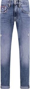 Niebieskie jeansy Tommy Jeans w street stylu