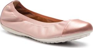 Różowe baleriny Geox z płaską podeszwą ze skóry ekologicznej w stylu casual