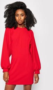 Czerwona sukienka Imperial z okrągłym dekoltem prosta mini