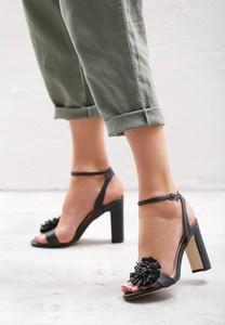 Czarne sandały born2be ze skóry ekologicznej z klamrami