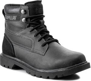 Czarne buty zimowe Caterpillar sznurowane w militarnym stylu
