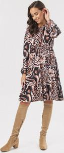 Sukienka born2be z długim rękawem mini z okrągłym dekoltem