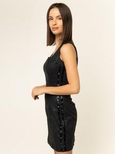 Czarna sukienka Guess prosta bez rękawów