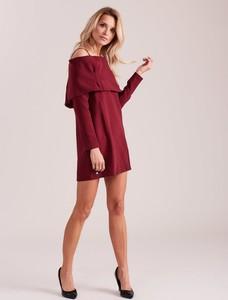 Czerwona sukienka Sheandher.pl z długim rękawem z dekoltem w kształcie litery v