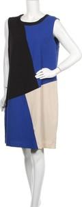 Sukienka Life Style z okrągłym dekoltem mini