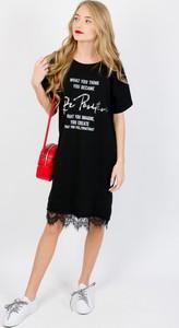 Czarna sukienka Olika z okrągłym dekoltem