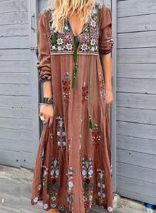 Sukienka Cikelly midi z dekoltem w kształcie litery v