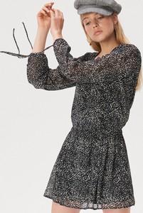 Czarna sukienka Sinsay mini z długim rękawem
