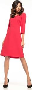 Różowa sukienka Tessita z okrągłym dekoltem z długim rękawem