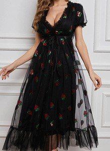 Czarna sukienka Sandbella z dekoltem w kształcie litery v maxi z krótkim rękawem