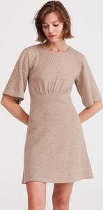 Brązowa sukienka Reserved z okrągłym dekoltem
