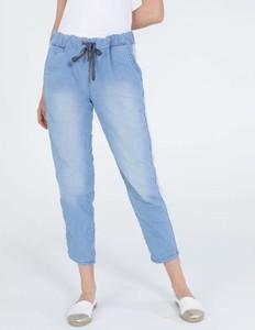 Jeansy Unisono w stylu casual