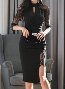 Czarna sukienka Arilook midi dopasowana