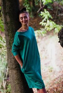 Sukienka Byinsomnia z dekoltem w łódkę z bawełny