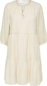 Sukienka Selected Femme z okrągłym dekoltem w stylu casual