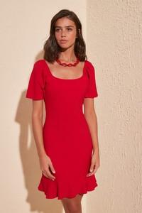 Fioletowa sukienka Trendyol z okrągłym dekoltem