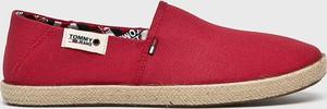 Czerwone buty letnie męskie Tommy Jeans