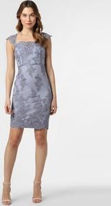 Sukienka Lipsy z dekoltem w karo dopasowana z krótkim rękawem