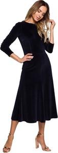 Niebieska sukienka MOE z długim rękawem z weluru