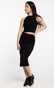 Czarna sukienka Guess bez rękawów midi z okrągłym dekoltem
