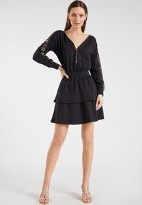 Czarna sukienka Monnari z długim rękawem z dekoltem w kształcie litery v mini