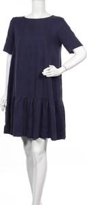 Niebieska sukienka Pieces z krótkim rękawem
