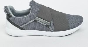 Buty sportowe Under Armour z płaską podeszwą